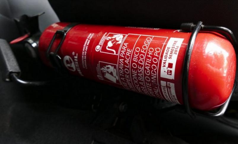 Важливі нововведення: який повинен бути вогнегасник і де його розміщувати в машині