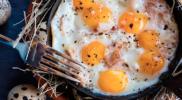 Яєчня з перепелиних яєць: звичайне блюдо з незвичайних інгредієнтів