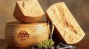 Що таке пармезан і за якими критеріями можна виявити справжній італійський сир